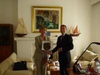 Le Contre-amiral de la Garde-côtes des Etats Unis d'Amérique Cari B. Thomas visite le REMPEC.